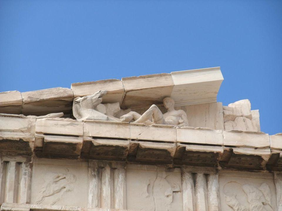 Lunique colonne du temple dApollon dEgine