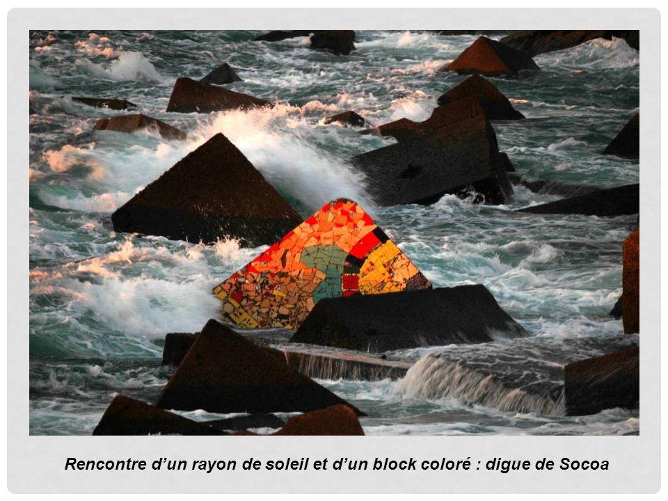Rencontre dun rayon de soleil et dun block coloré : digue de Socoa