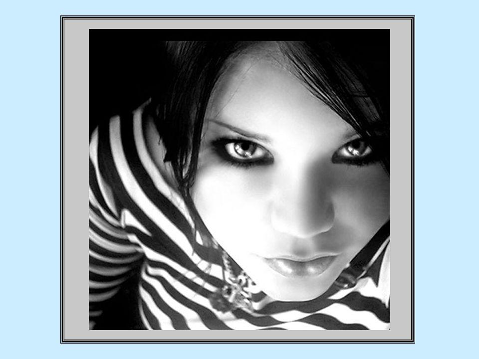 mais, après quelque temps, elle constata avec stupeur quil lui arrivait, quand dautres yeux sarrêtaient plus longtemps sur elle, déprouver un mélange démotions singulières, comme si elle-même avait trouvé refuge dans cet autre corps, et de là, elle regardait fascinée ses propres yeux !