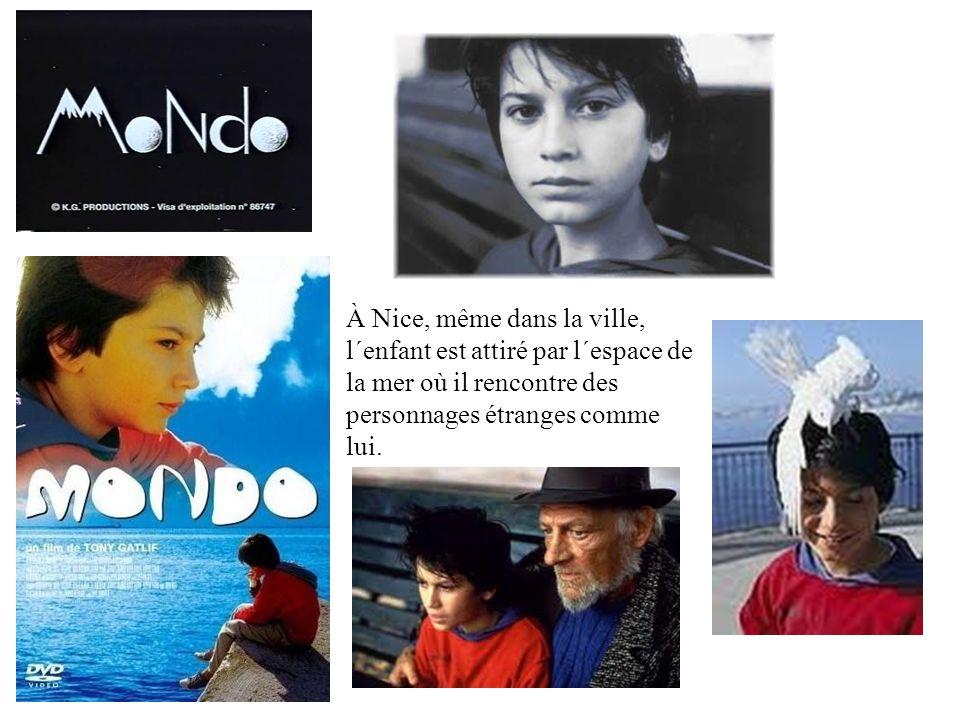 À Nice, même dans la ville, l´enfant est attiré par l´espace de la mer où il rencontre des personnages étranges comme lui.