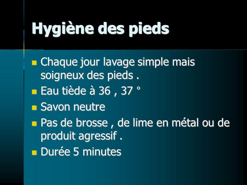 Hygiène des pieds Chaque jour lavage simple mais soigneux des pieds. Chaque jour lavage simple mais soigneux des pieds. Eau tiède à 36, 37 ° Eau tiède