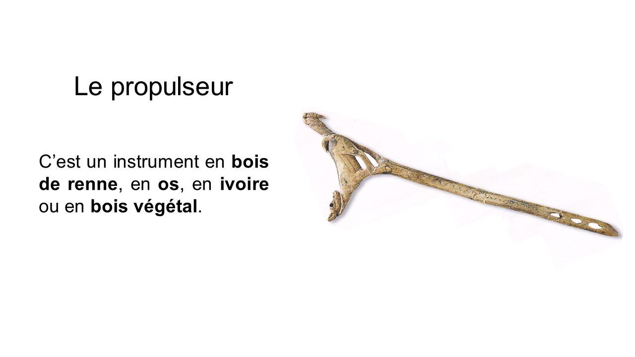 Le propulseur Cest un instrument en bois de renne, en os, en ivoire ou en bois végétal.