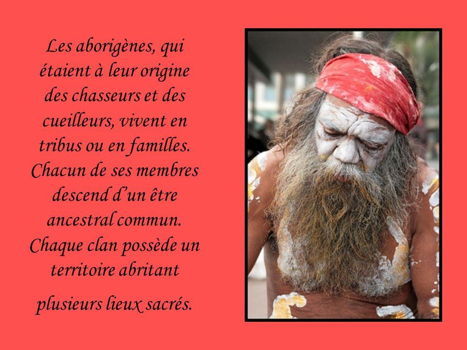Les aborigènes, qui étaient à leur origine des chasseurs et des cueilleurs, vivent en tribus ou en familles.