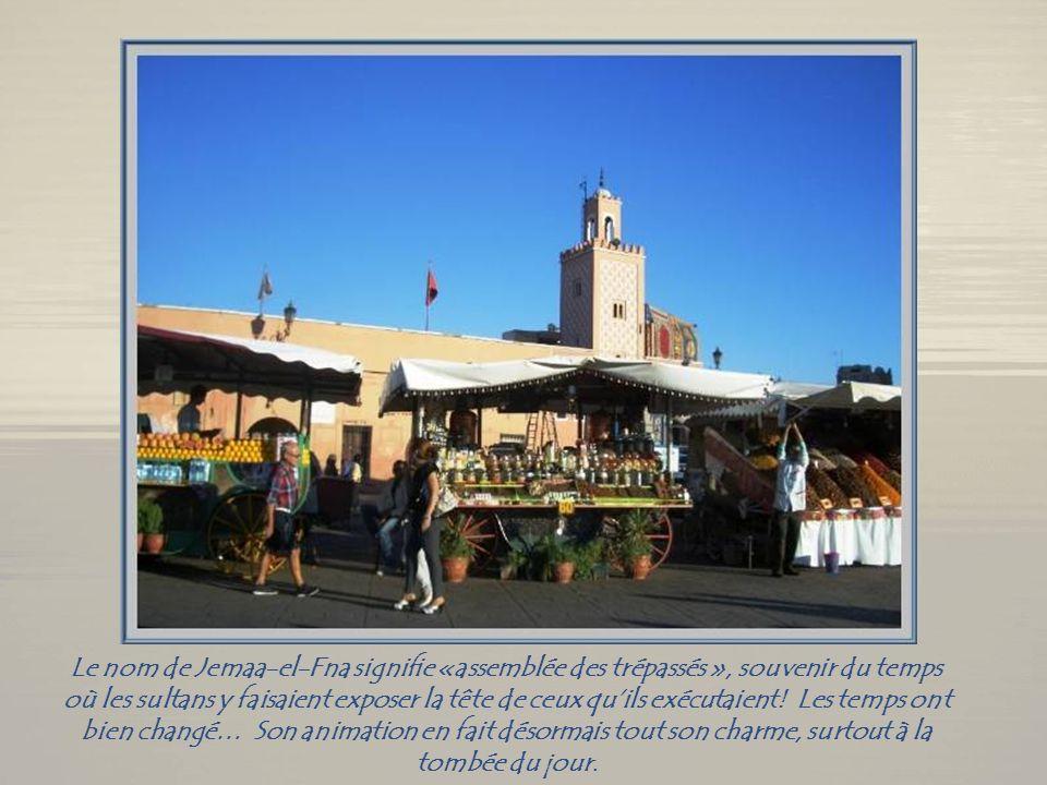 Nous terminons par la perle du sud par excellence, Marrakech. La légende veut quun nomade, un « homme bleu » sy soit arrêté, sans penser y demeurer lo