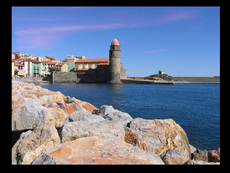 Situé sur le front de mer-sur-Mer, à partir de l'embouchure de la rivière Raven, au cours de laquelle forme la frontière avec le terme d'Argelès, à l'