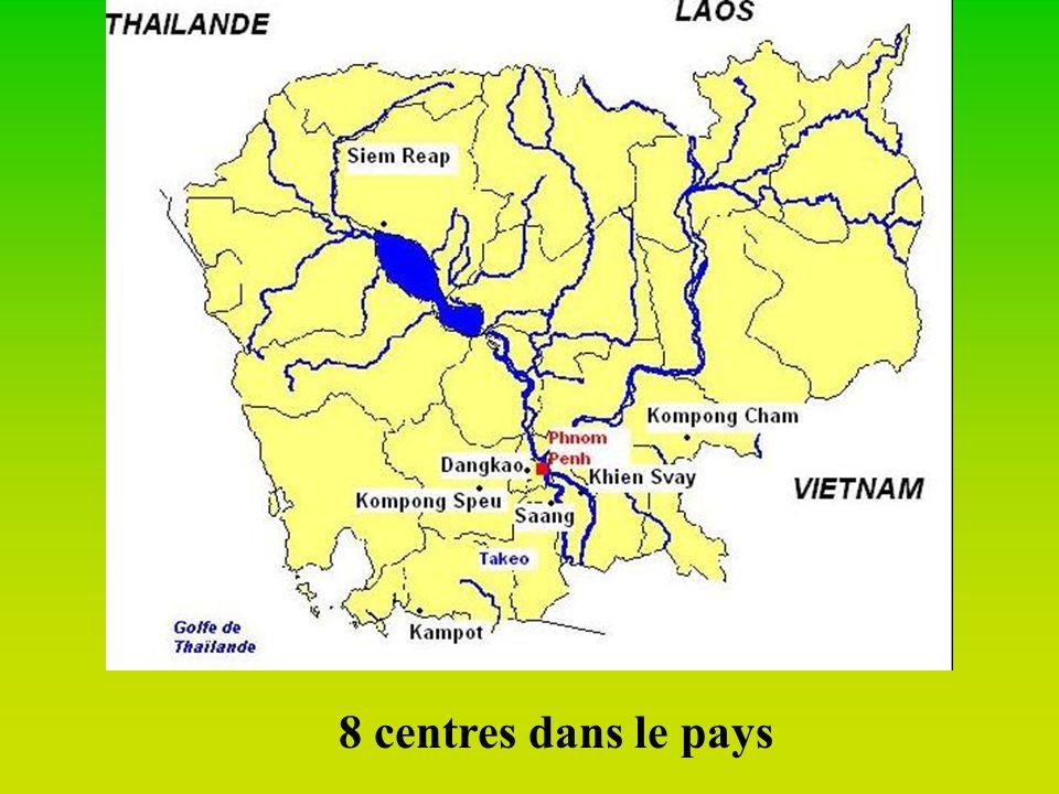 Les débuts… 1998: lancement de la traduction des leçons en Khmer 1999: 1er projet pilote à Kampong Spoeu