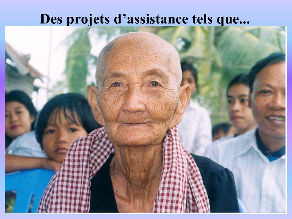 Les villageois bénévoles sont encouragés lors de remise de diplômes ou de récompenses pour leur dévouement