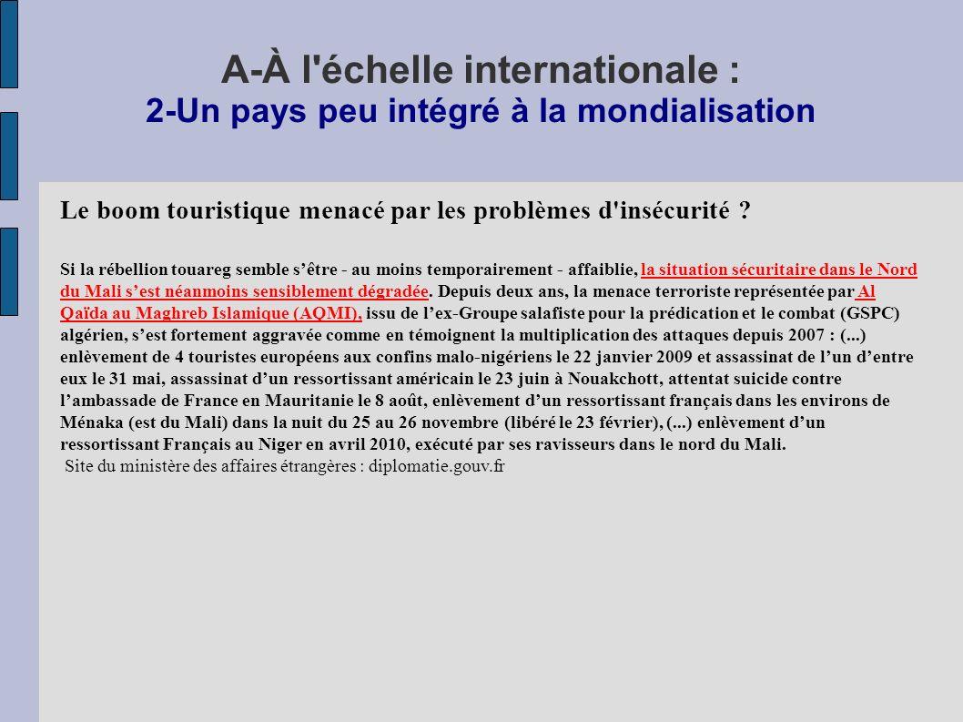 A-À l échelle internationale : 2-Un pays peu intégré à la mondialisation Le boom touristique menacé par les problèmes d insécurité .