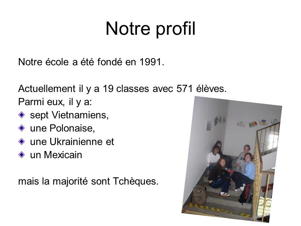 Notre profil Notre école a été fondé en 1991. Actuellement il y a 19 classes avec 571 élèves.