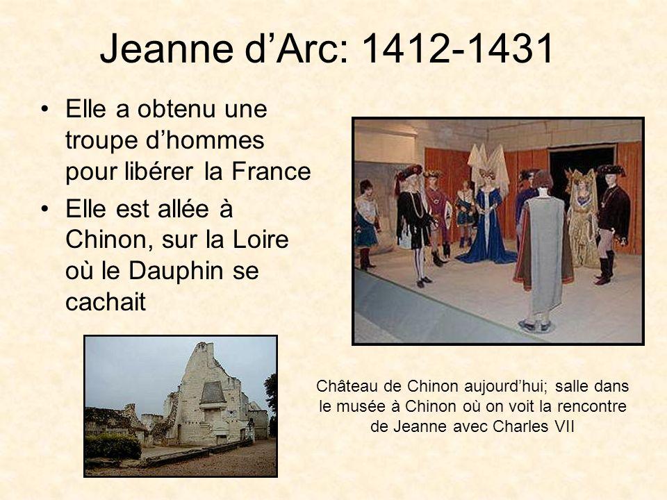 Charles VII Dauphin: titre du héritier du roi français âgé de 19 ans, résidait à Chinon fils de Charles VI, mais il nétait pas roi de France on doutait de sa légitimité; Henry V a été couronné à sa place