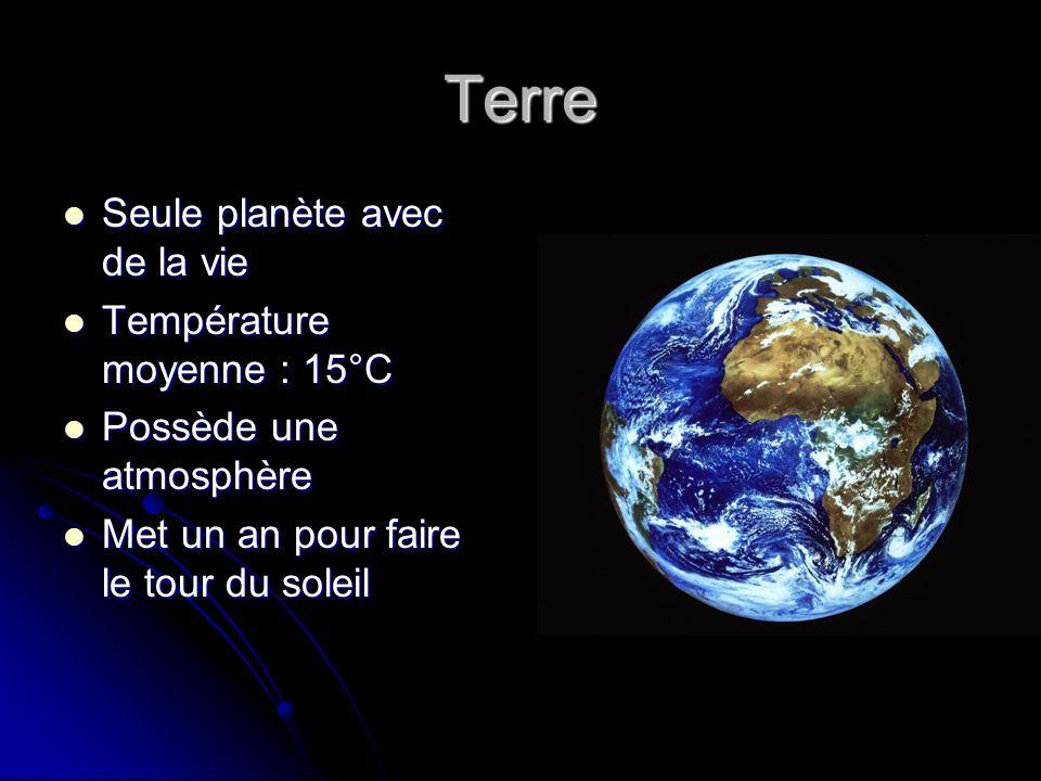 La lune Satellite de la Terre Satellite de la Terre Tourne autour de la terre Tourne autour de la terre Est éclairée par le soleil Est éclairée par le soleil Une seule face visible Une seule face visible
