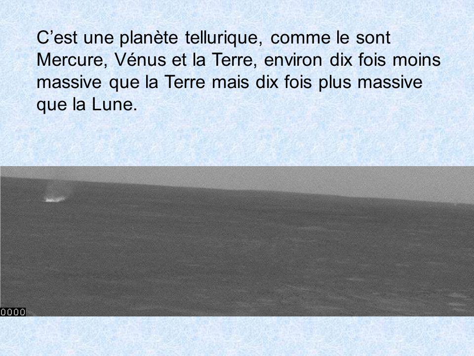 Cest une planète tellurique, comme le sont Mercure, Vénus et la Terre, environ dix fois moins massive que la Terre mais dix fois plus massive que la L