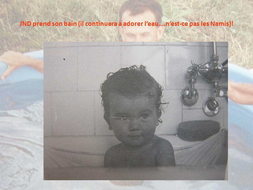 JND prend son bain (il continuera à adorer leau….nest-ce pas les Namis)!