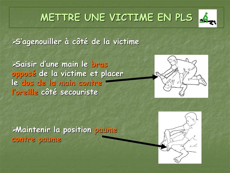 METTRE UNE VICTIME EN PLS Saisir dune main le bras opposé de la victime et placer le dos de la main contre loreille côté secouriste Saisir dune main l