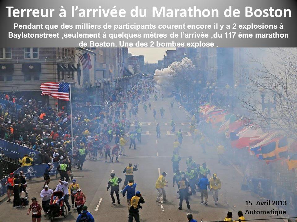 Pendant que des milliers de participants courent encore il y a 2 explosions à Baylstonstreet,seulement à quelques mètres de larrivée,du 117 ème marathon de Boston.