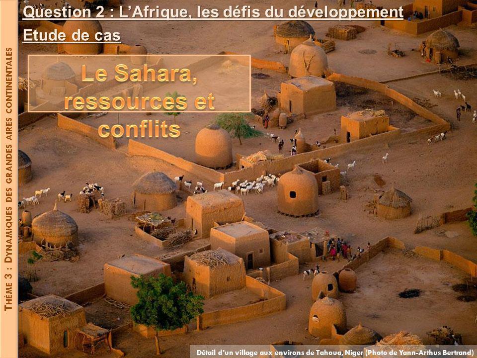 T HÈME 3 : D YNAMIQUES DES GRANDES AIRES CONTINENTALES Détail dun village aux environs de Tahoua, Niger (Photo de Yann-Arthus Bertrand) Question 2 : L