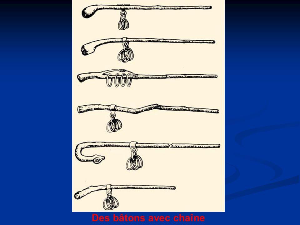 Des bâtons avec chaîne