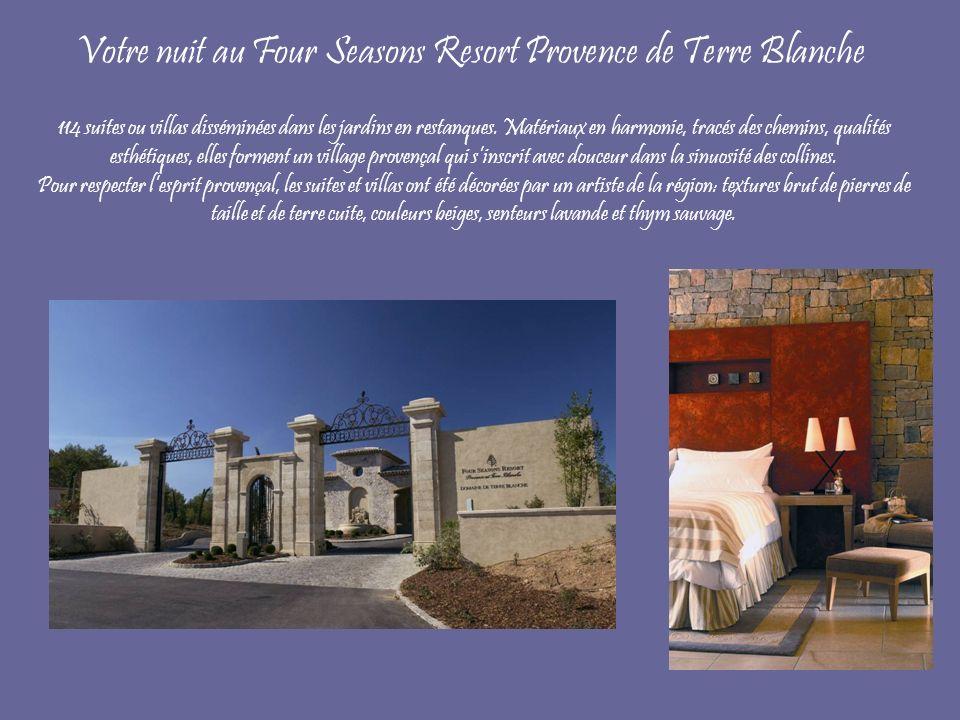 Votre nuit au Four Seasons Resort Provence de Terre Blanche 114 suites ou villas disséminées dans les jardins en restanques. Matériaux en harmonie, tr