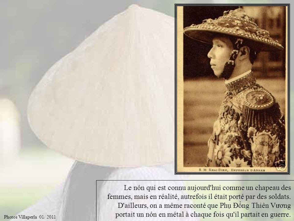 Et bien voilà… comme tout au Vietnam, les chapeaux pointus ont une histoire… Ils ne sont portes en théorie que par les femmes et symbolisent la lune, astre dont la femme tirerait ses principales qualités ; douceur, intelligence, etc...