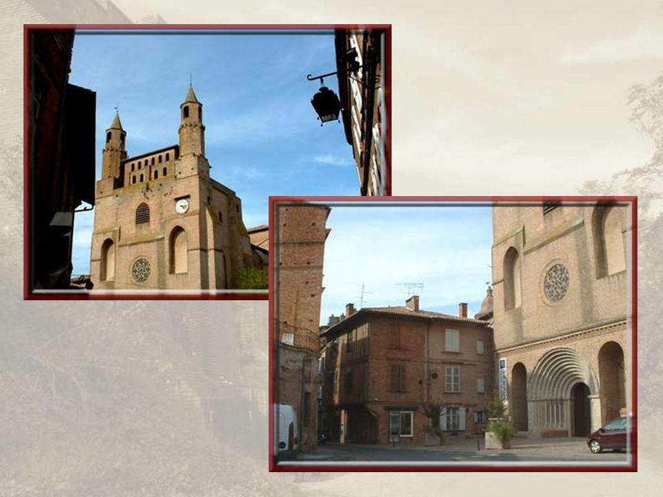 Construite en briques elle aussi, par les Bénédictins de Moissac, léglise Notre-Dame du Bourg fut la première de la région de style gothique méridional.