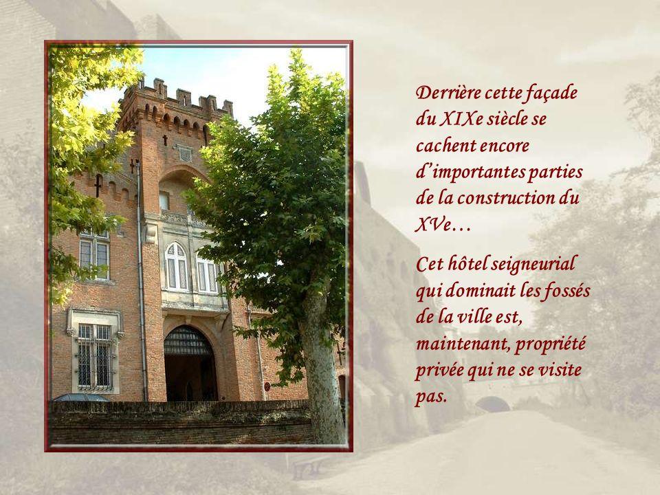 La cour de lHôtel de Ville..