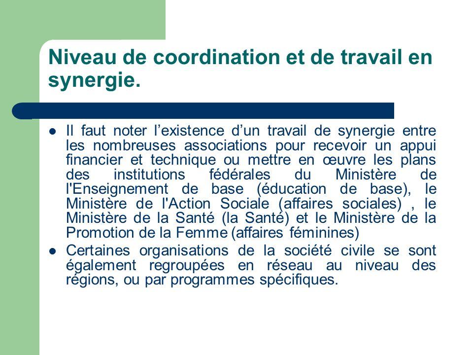 Niveau de coordination et de travail en synergie. Il faut noter lexistence dun travail de synergie entre les nombreuses associations pour recevoir un