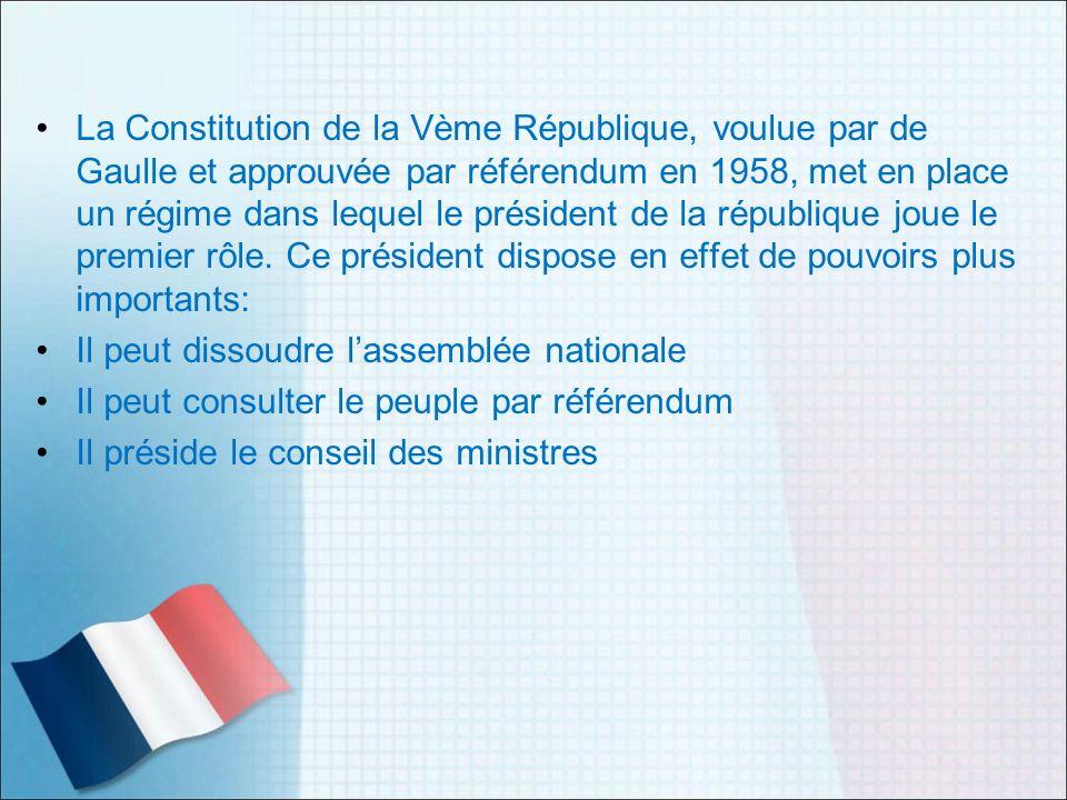 La Constitution de la Vème République, voulue par de Gaulle et approuvée par référendum en 1958, met en place un régime dans lequel le président de la