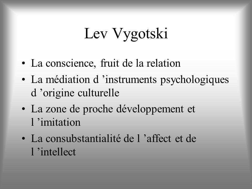 Un cadre théorique : la Psychologie Culturelle du Développement Lev Vygotski De Vygotski à Jérôme Bruner et à Nelson Goodman De Vygotski à Francisco V