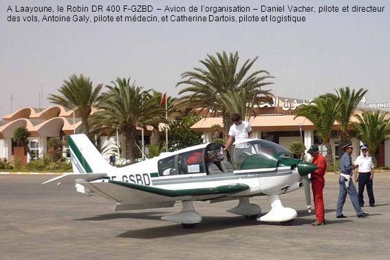 A Laayoune, le Robin DR 400 F-GZBD – Avion de lorganisation – Daniel Vacher, pilote et directeur des vols, Antoine Galy, pilote et médecin, et Catheri