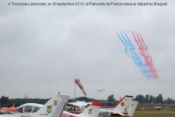 A Toulouse-Lasbordes, le 18 septembre 2010, la Patrouille de France salue le départ du Breguet