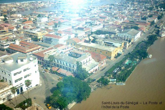 Saint-Louis-du-Sénégal – La Poste et lhôtel de la Poste