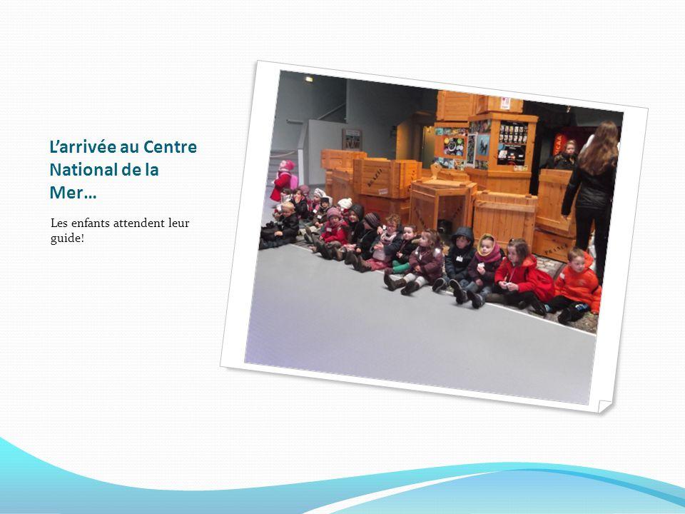 Larrivée au Centre National de la Mer… Les enfants attendent leur guide!