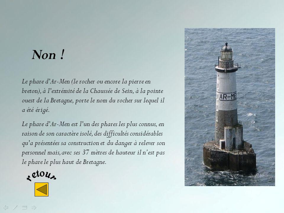 Non ! Le phare dEckmühl – qui doit son nom à la donatrice qui la en partie financé – sécurise la côte aux alentours de la Pointe de Penmach (Finistère