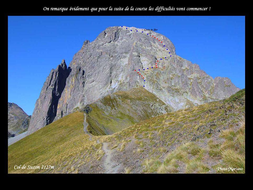 ...... Refuge de Pombie 2032m Vue sur laFace Est du pic, la plus sévère, très propice à l escalade.