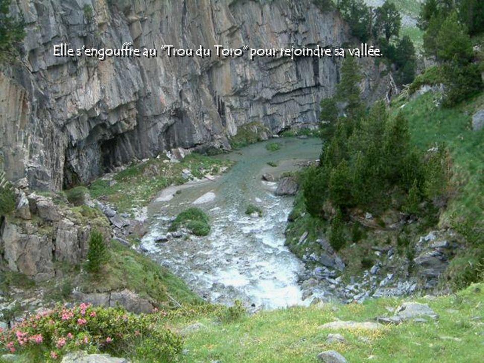 La Garonne est un fleuve principalement français prenant sa source en Espagne et qui coule sur 647 km. Elle se forme au Val d'Aran dans les Pyrénées e