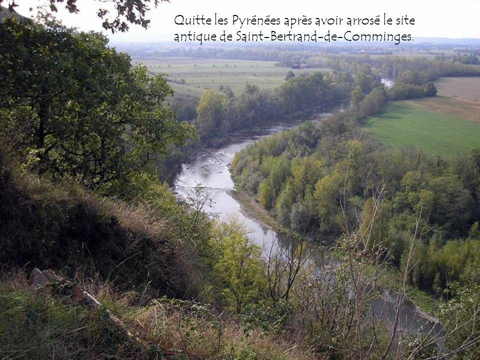 Quitte les Pyrénées après avoir arrosé le site antique de Saint-Bertrand-de-Comminges.