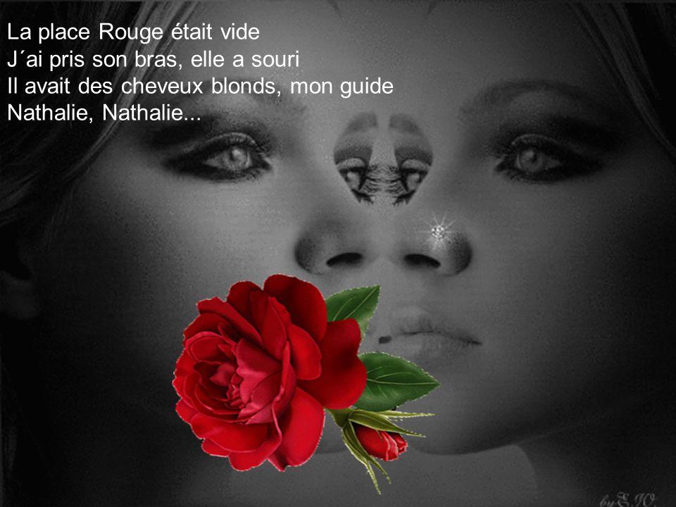 La place Rouge était vide J´ai pris son bras, elle a souri Il avait des cheveux blonds, mon guide Nathalie, Nathalie...