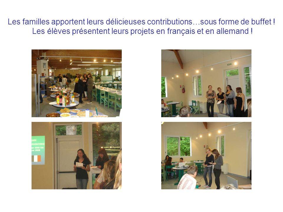 Les familles apportent leurs délicieuses contributions…sous forme de buffet ! Les élèves présentent leurs projets en français et en allemand !