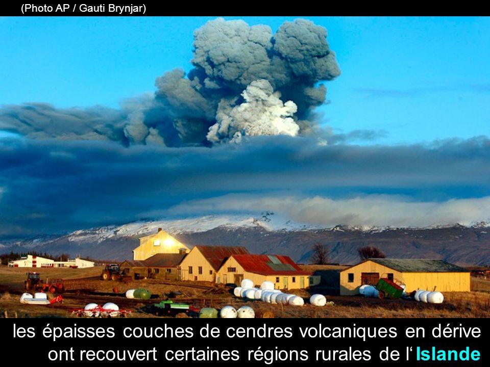 un pilote prend des photos des tourbillons de fumée et de magma du volcan Eyjafjallajökull (KOLBEINS HALLDOR / AFP / Getty Images)