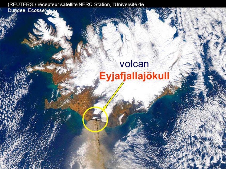 le volcan glacier Eyjafjallajökull dans le sud de l'Islande projette ses cendres dans les airs (Photo AP / Gauti Brynjar)