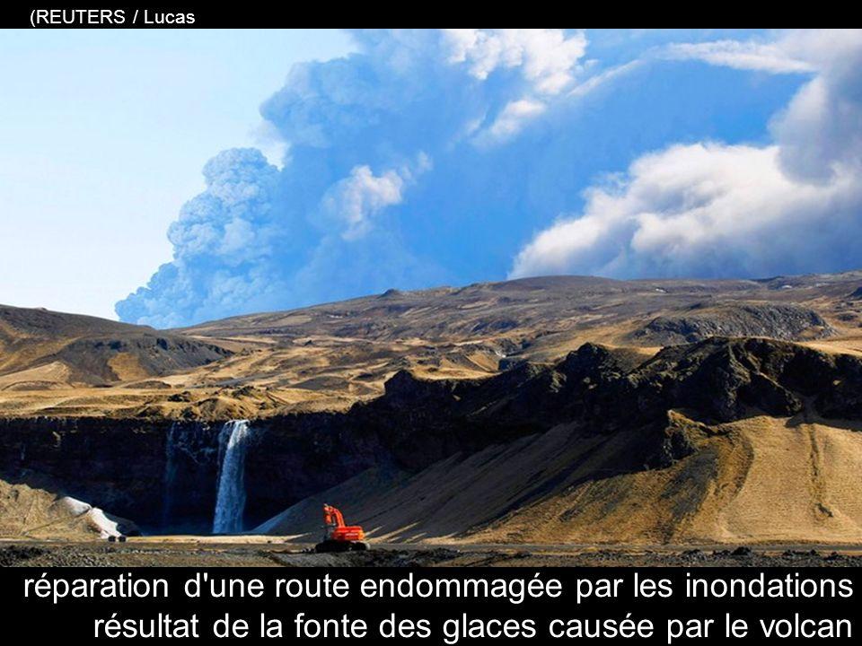 morceaux de glace, résultat de l'inondation glaciaire provoquée par léruption volcanique (REUTERS / Lucas Jackson)