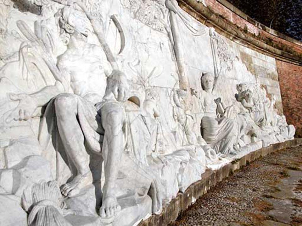 Bas relief réalisé par François Lucas, professeur à lAcadémie royale. Il représente la province de Languedoc, ordonnant au canal, qui atteint la Garon