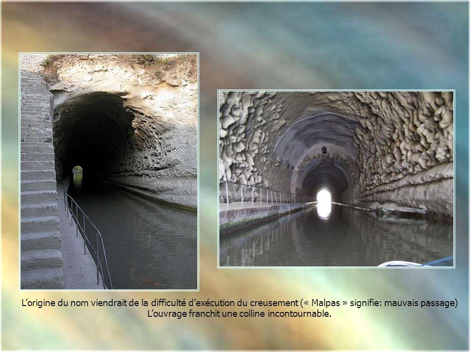 Le tunnel de Malpas est un ouvrage majeur du Canal du Midi. Cest le plus ancien tunnel canal au monde destiné à la navigation. Il est encadré par deux