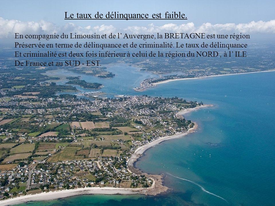 Ils sont les champions à l école Non seulement les jeunes Bretons sont les champions incontestés Au résultat du bac, mais ce sont eux aussi qui amènen