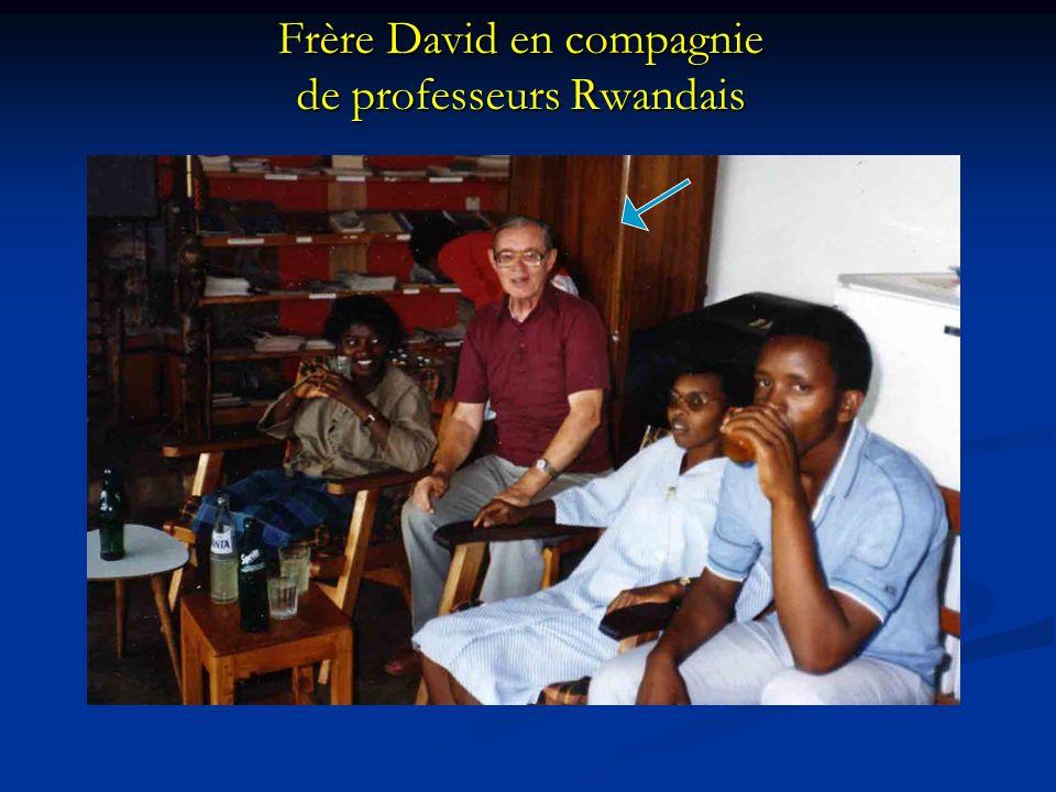 Frère David en compagnie de professeurs Rwandais