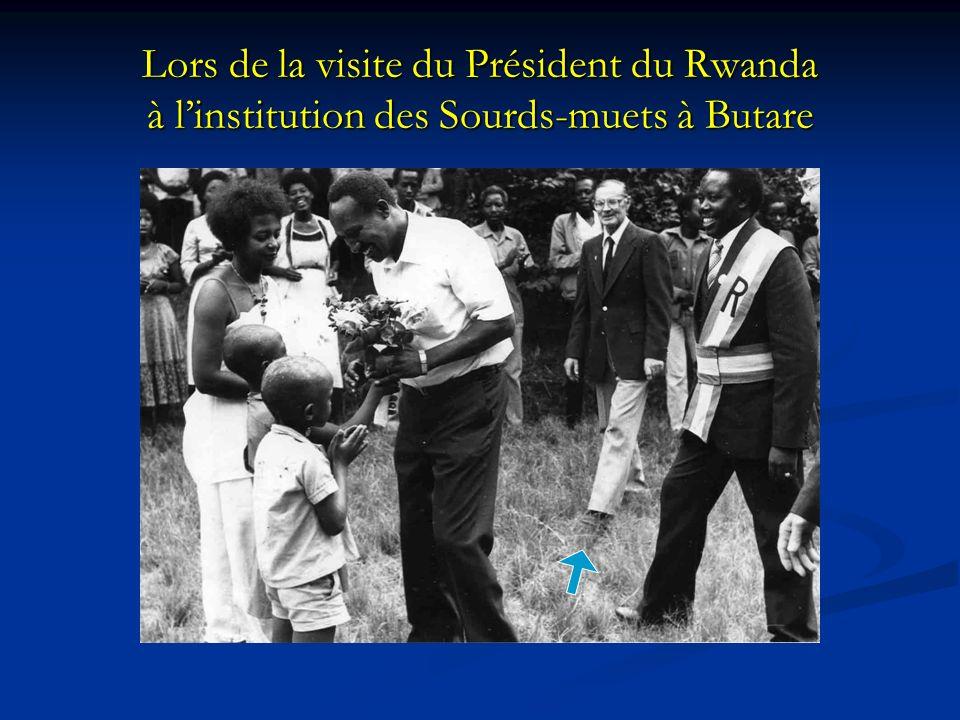 Lors de la visite du Président du Rwanda à linstitution des Sourds-muets à Butare