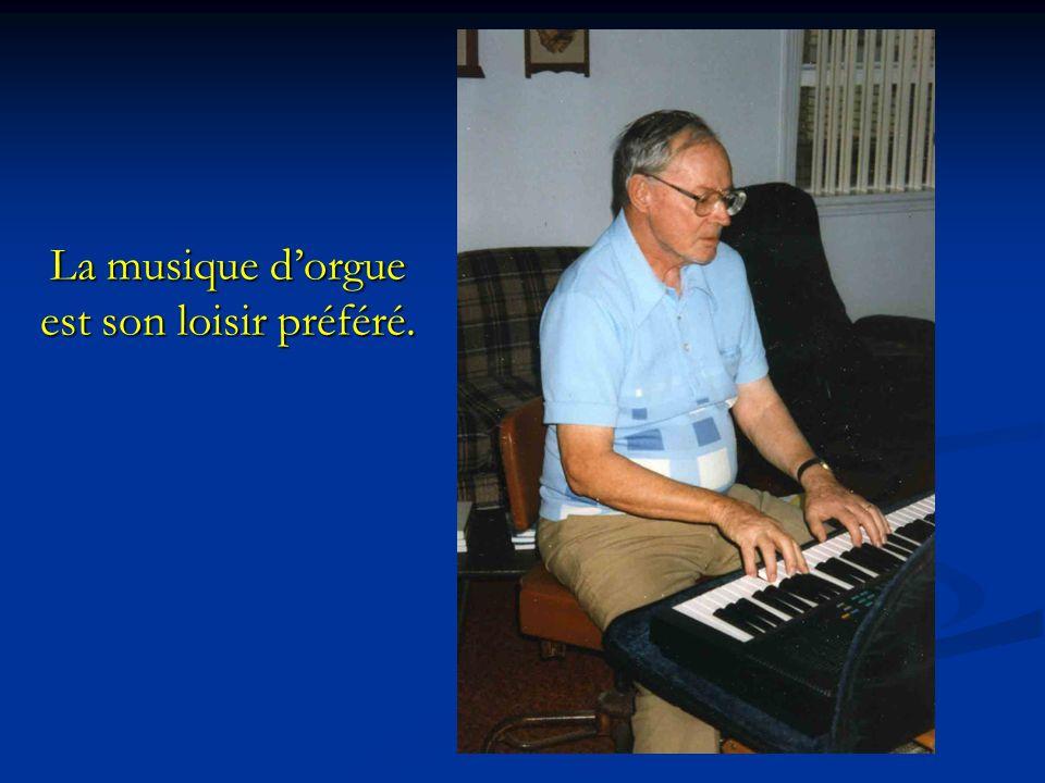 La musique dorgue est son loisir préféré.