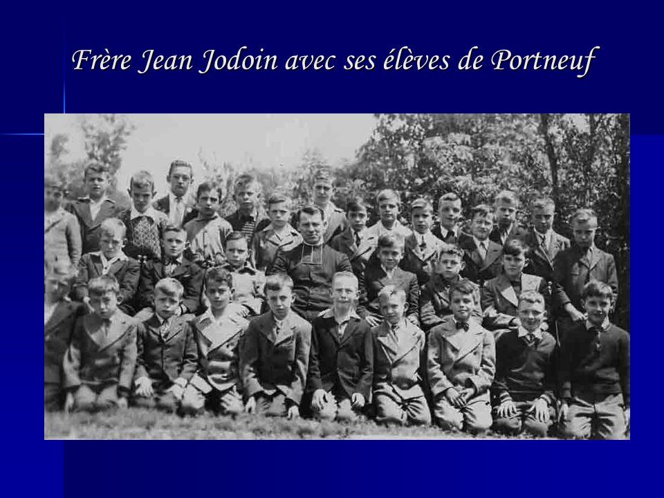 Frère Jean Jodoin avec ses élèves de Portneuf Frère Jean Jodoin avec ses élèves de Portneuf