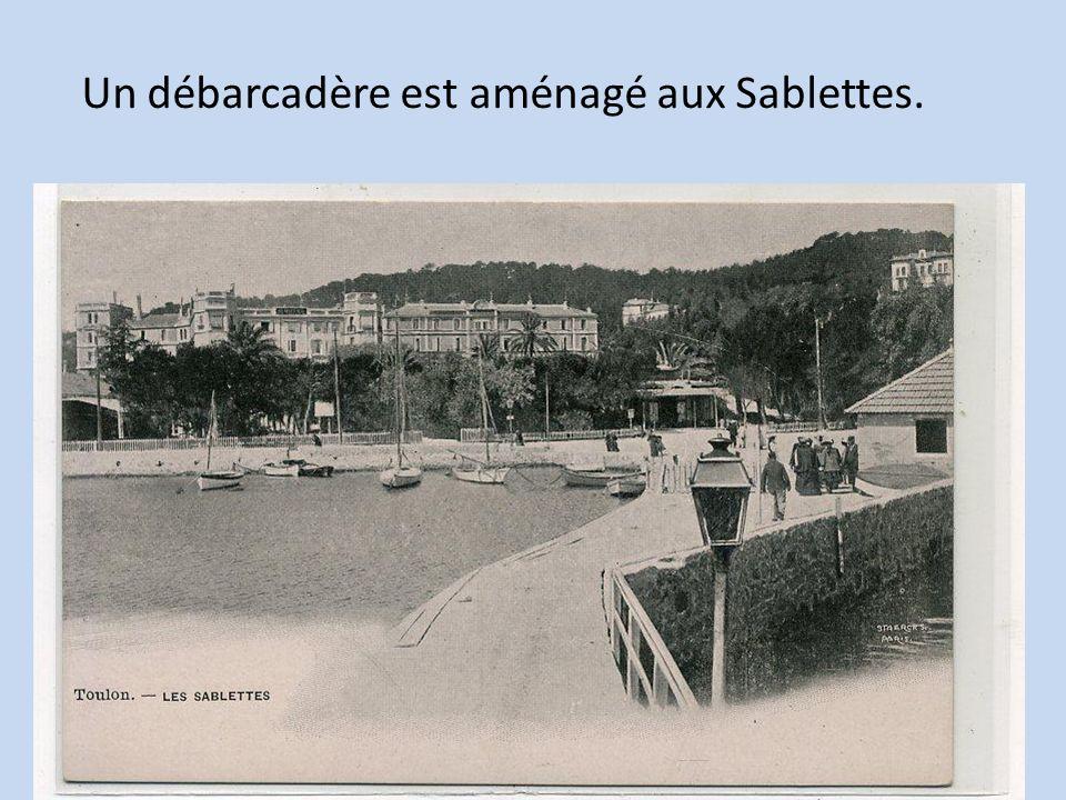 Un débarcadère est aménagé aux Sablettes.