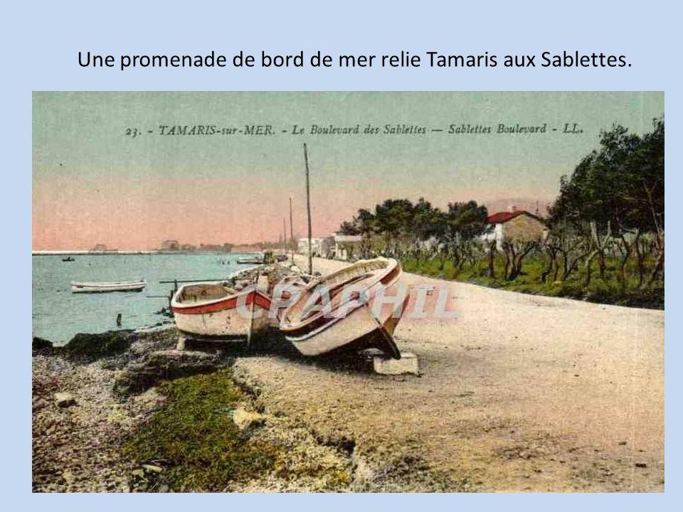 Une promenade de bord de mer relie Tamaris aux Sablettes.